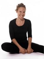Barbara Rappauer ist Poweryogalehrerin in Wien | Poweryoga ist ein eigener Yogastil, ein kraftvolles Workout | Yogaguide