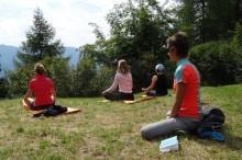 Yoga mit Sabine im Landschaftsschutzgebiet Obernberg in Tirol