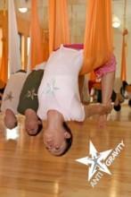 Der Traum vom Fliegen - Anti-Schwerkraft-Yoga verbindet  Yoga mit Luftakrobatik, Gymnastik, Tanz und Pilates | Antigravity® Yoga  | news on yogaguide.at
