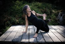 FaszienYoga für einen gelösten Schulter-Nacken-Bereich | yogaguide