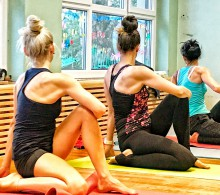 Frauen-Auszeit mit Yoga im Bioweingut Tauss | yogaguide