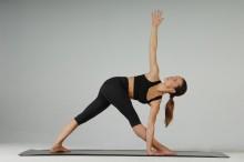 Eva Hager-Forstenlechner ist Yogalehrerin und Spiraldynamik-Expertin. Sie unterrichtet Interessierte und für Berufsaus- und Weiterbildung. Foto© Harald Wiesleitner