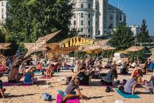 Yoga am Strand Wien   yogaguide