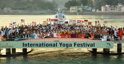 International Yogafestival Parmarth Rishikesh | yogaguide